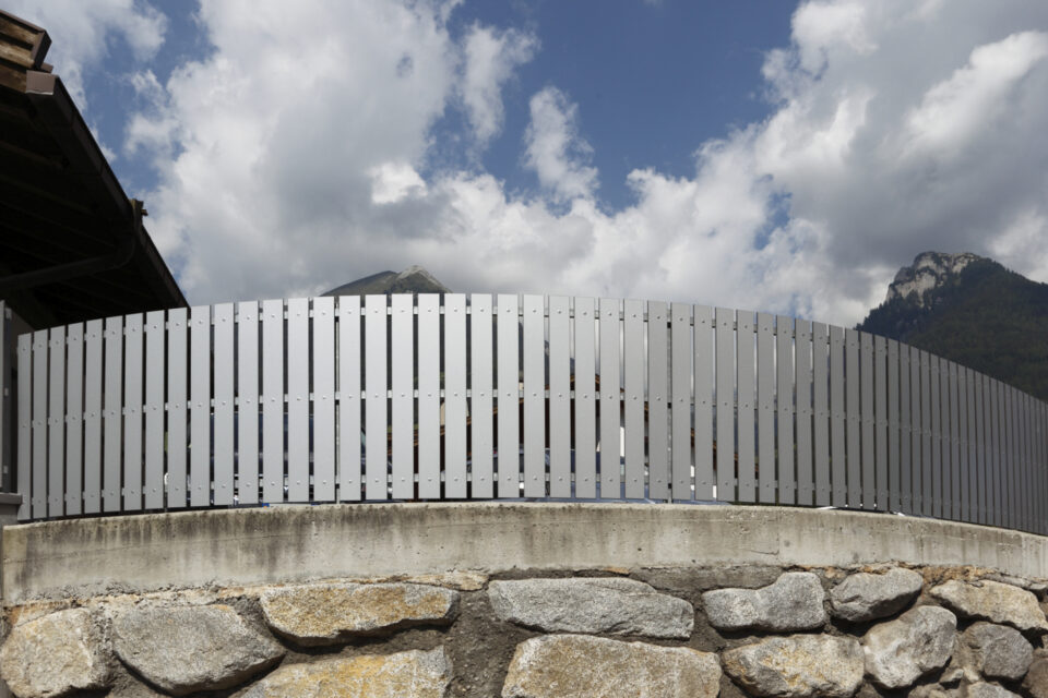 Immagine per Staccionata a doghe verticali in hpl