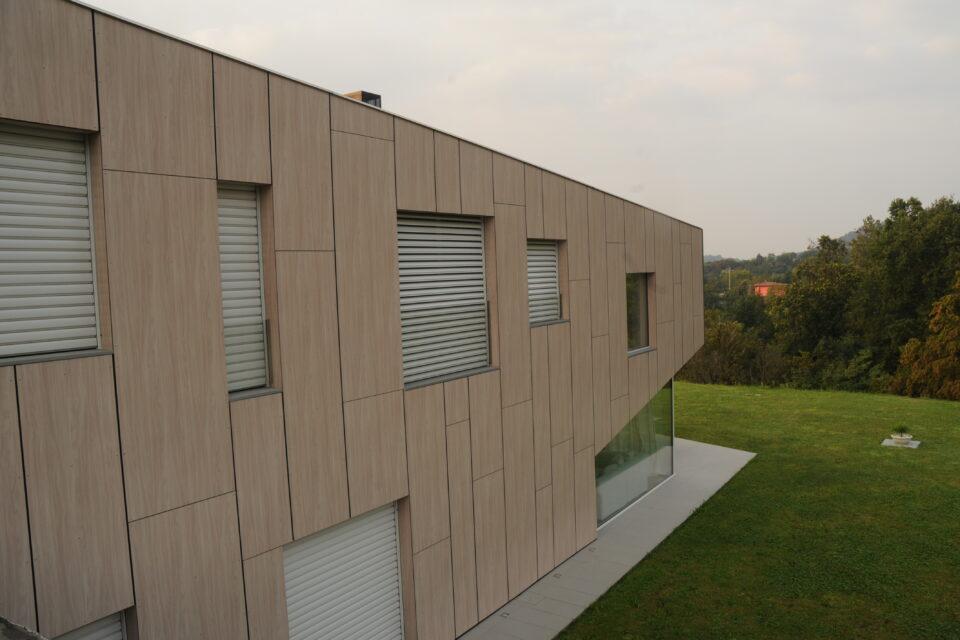 Immagine per Villa rivestita in HPL dalle facciate sino alla copertura - 2