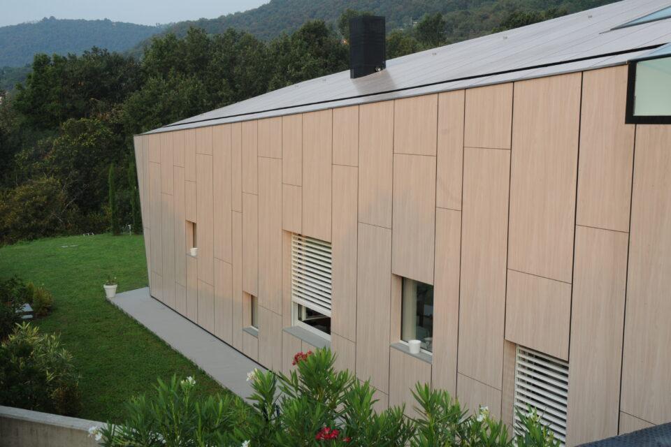 Immagine per Villa rivestita in HPL dalle facciate sino alla copertura - 3