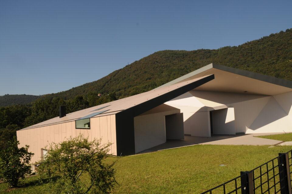 Immagine per Villa rivestita in HPL dalle facciate sino alla copertura - 4