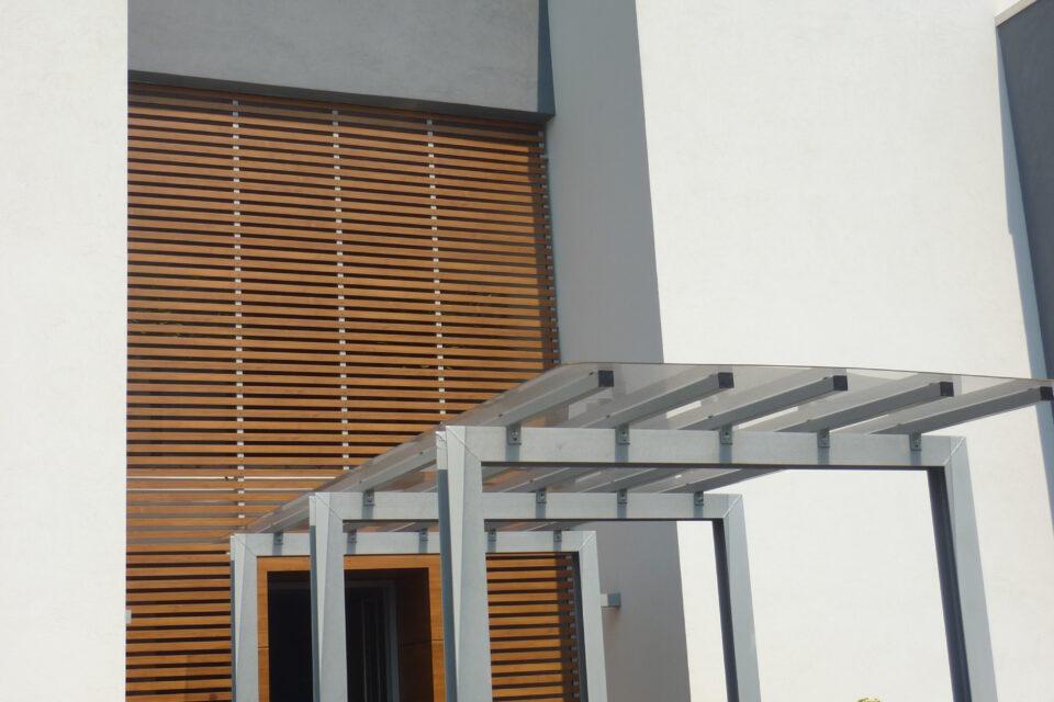 Immagine per Frangisole, balconi e facciata ingresso in hpl tinta legno - 3
