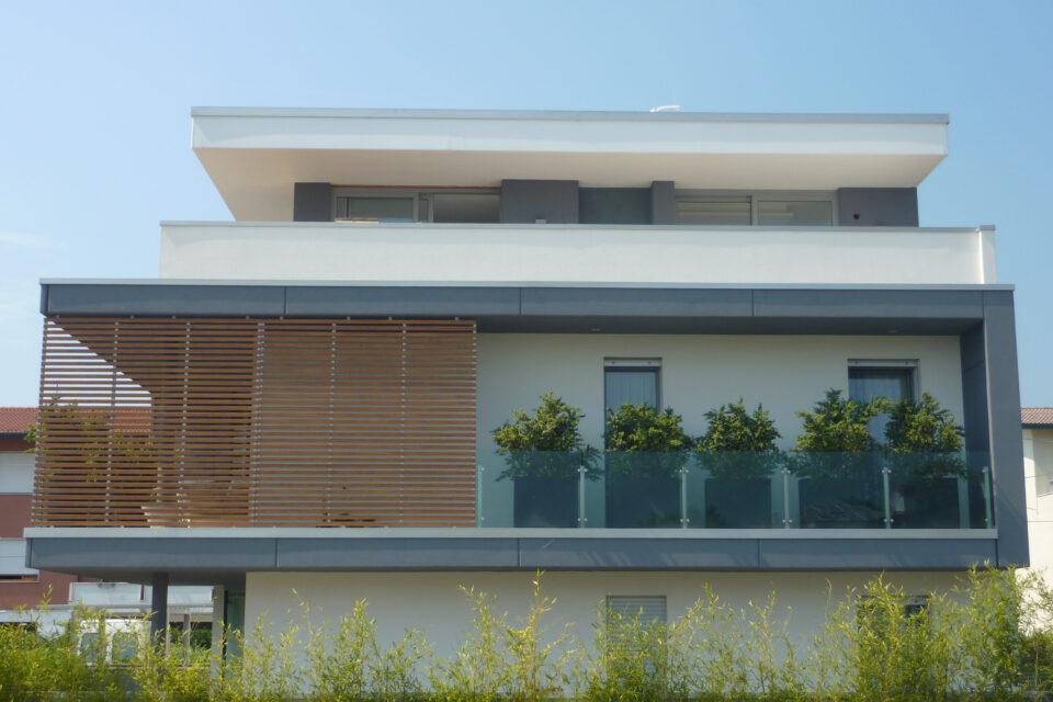 Immagine per Frangisole, balconi e facciata ingresso in hpl tinta legno - 4