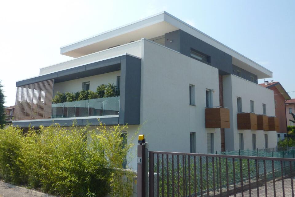 Immagine per Frangisole, balconi e facciata ingresso in hpl tinta legno - 2