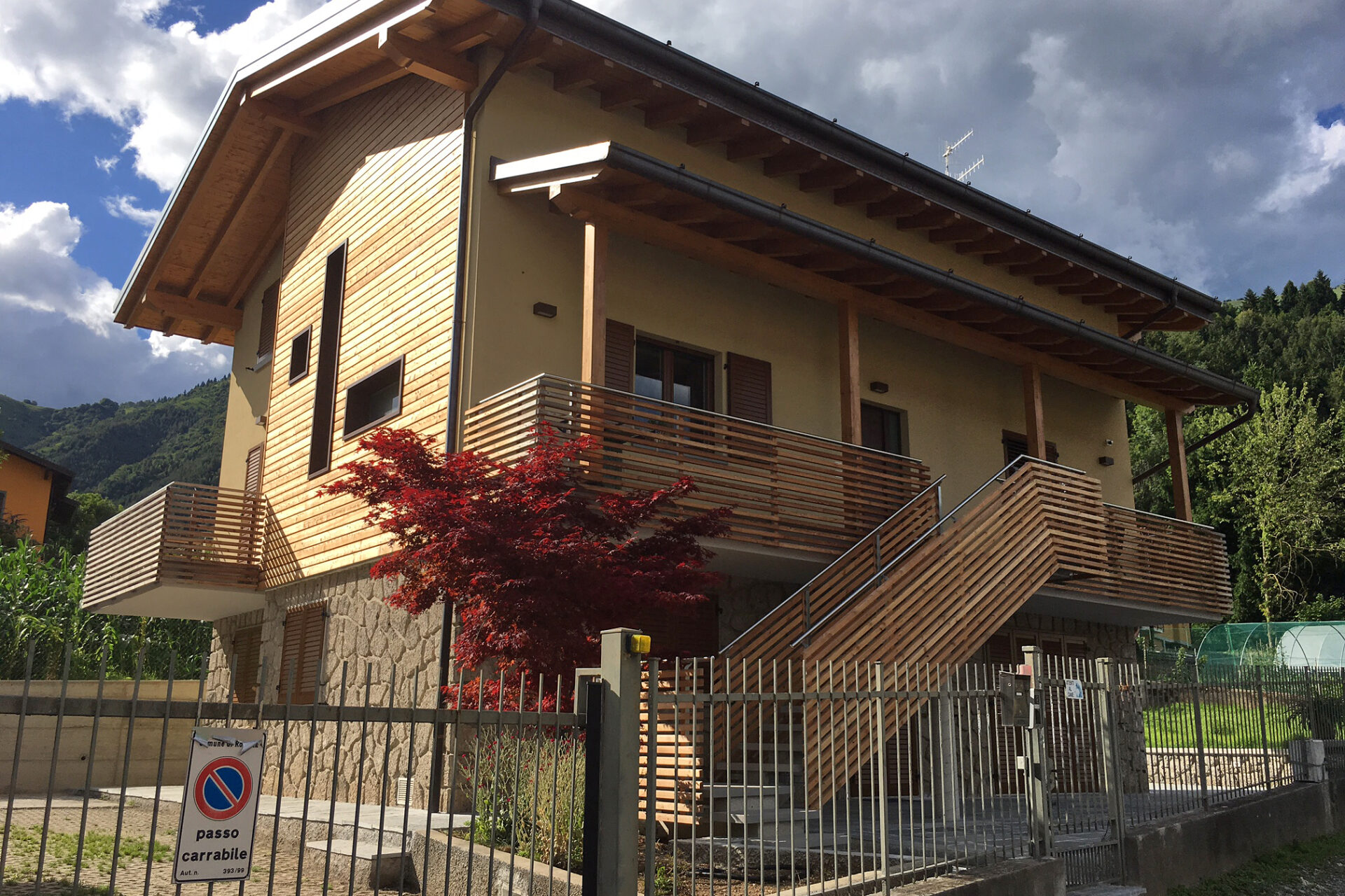 Immagine per Parapetti, facciata e scala esterna in larice a Rovetta