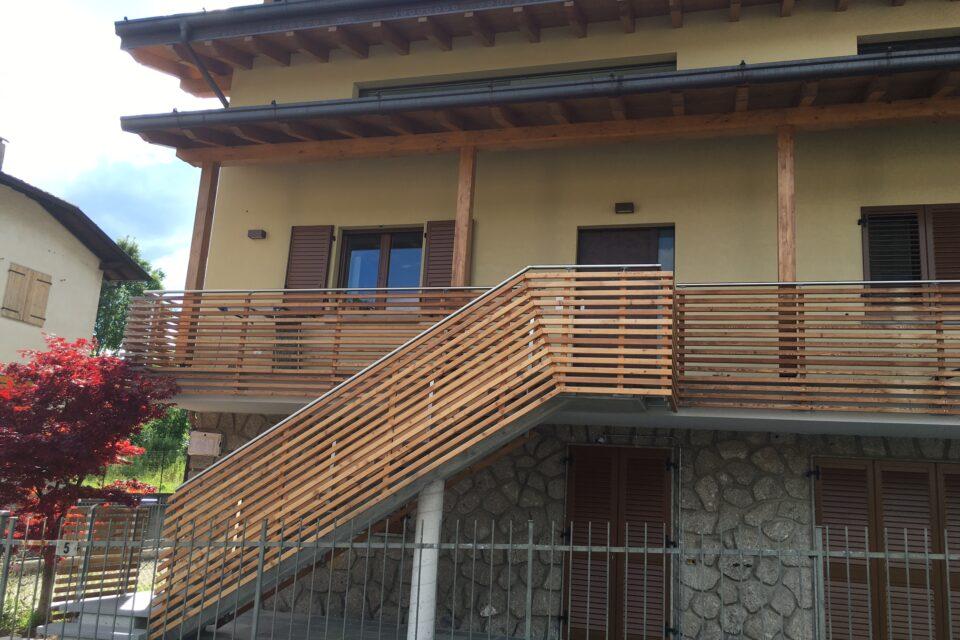 Immagine per Parapetti, facciata e scala esterna in larice a Rovetta - 6