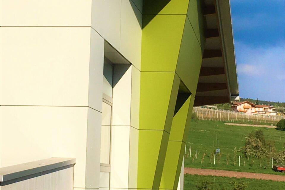 Immagine per Rivestimento edificio commerciale a Castelfondo - 3