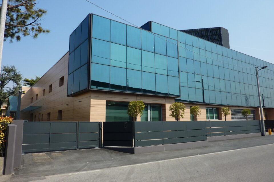 Immagine per Lifting edificio commerciale