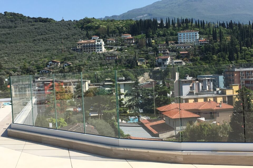 Immagine per Parapetto in vetro con profilo guida a Riva del Garda - 3