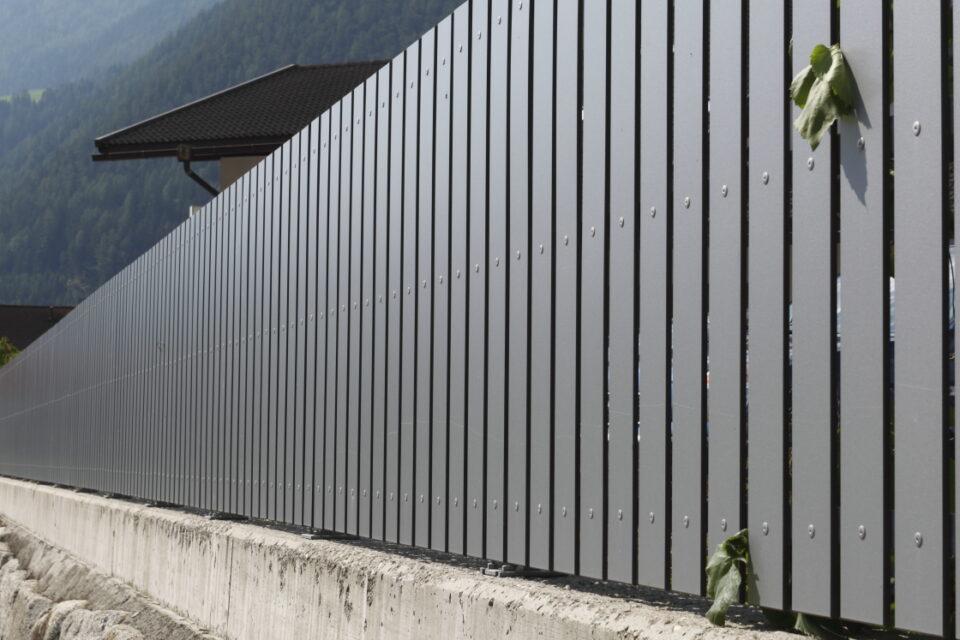 Immagine per Staccionata a doghe verticali in hpl - 2