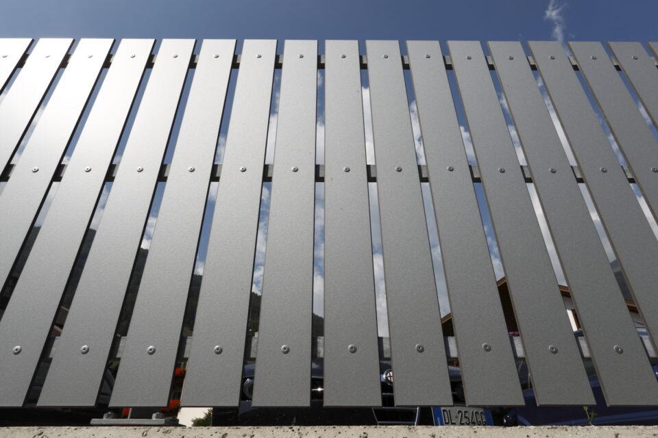 Immagine per Staccionata a doghe verticali in hpl - 3