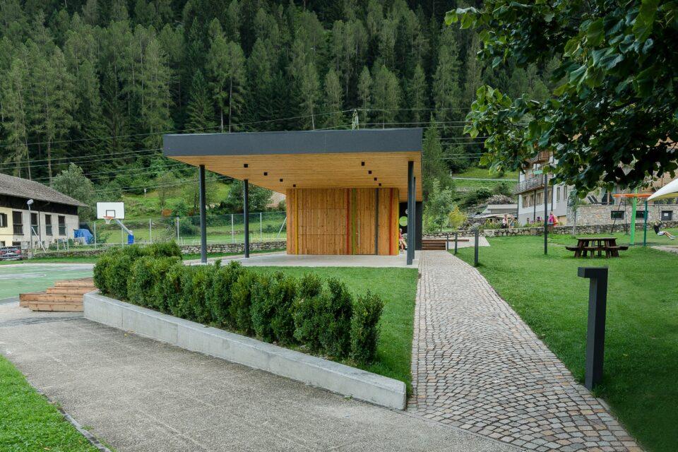 Fascia orizzontale di copertura con pannelli HPL